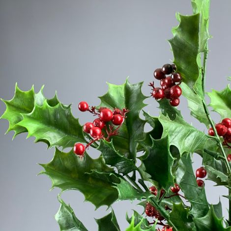 Holly sprig, 92 cm of artificial berries & leaves, poseable stem