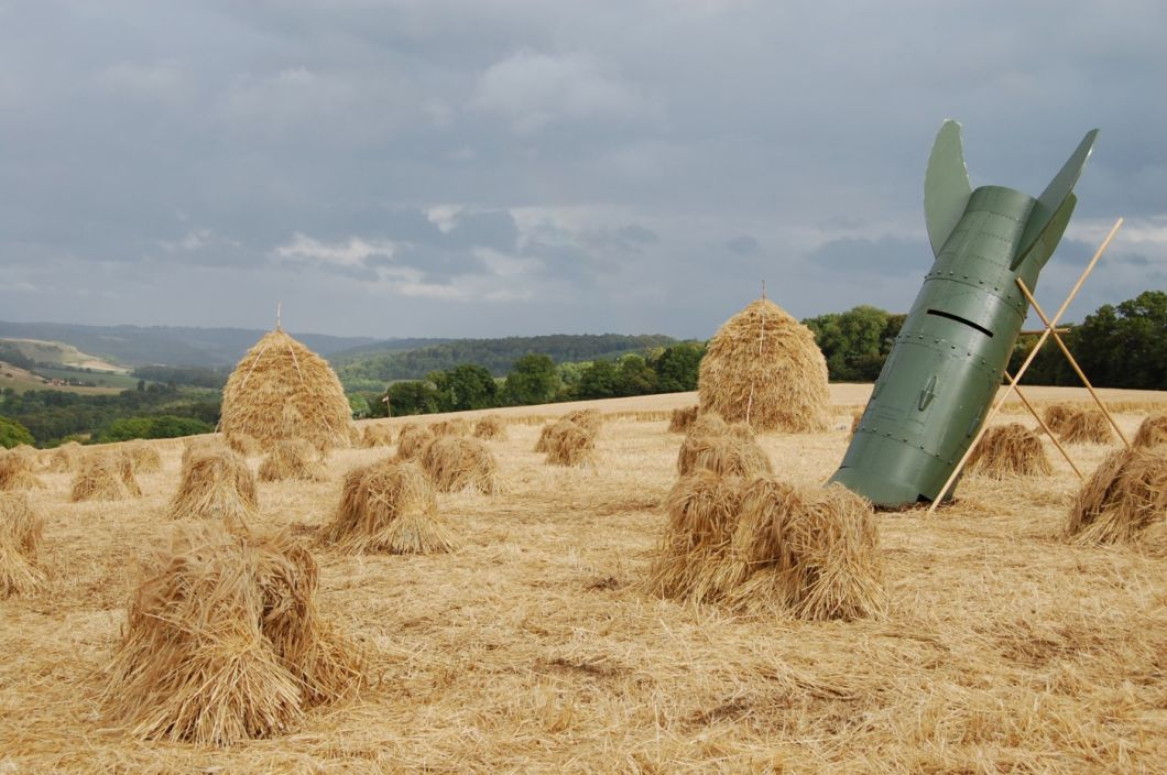 Hay Stooks - www.brandonthatchers.co.uk