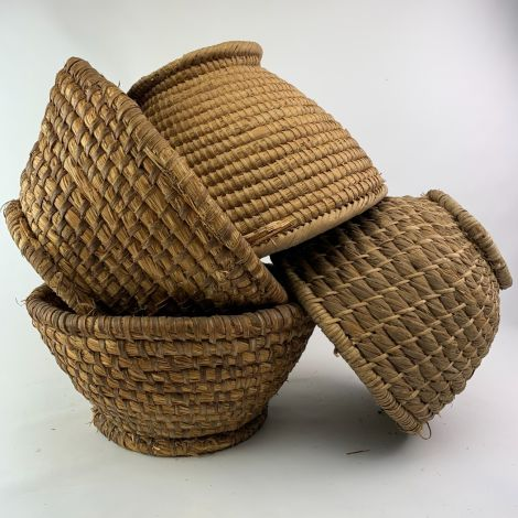 7 x Straw Baskets, vintage with patina. RENTAL ONLY, approx. 30 to 45 cm diameter