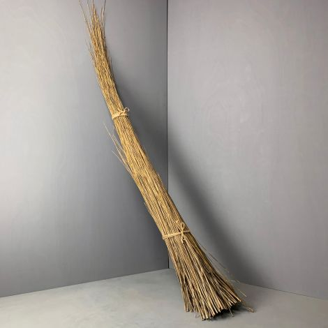 Green Willow Bundle, approx. 1 m to 2.5 m tall by 35 cm circumference. Natural, dried weaving material