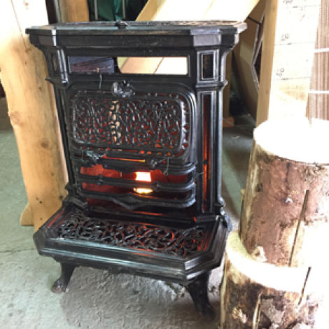 Vintage Stove with cool living flame RENTAL ONLY
