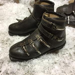 Vintage-ski-boots.jpg