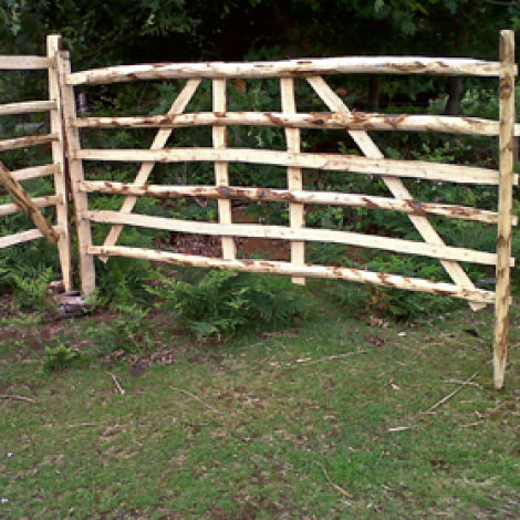 Sheep Hurdle Split Chestnut, approx. 6', 1.8 m wide by 4' (1.2 m). Craftsman made from coppiced chestnut