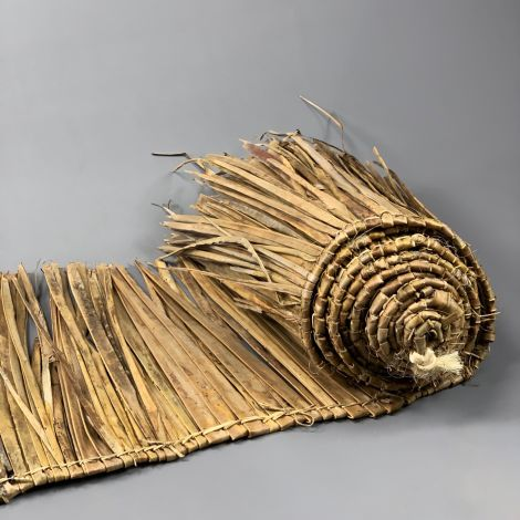Palm/Banana Leaf Thatch Roll, approx. 4.5 m long by 85 cm tall - Classic tiki bar/beach bar/cabana theming. Easy to fit